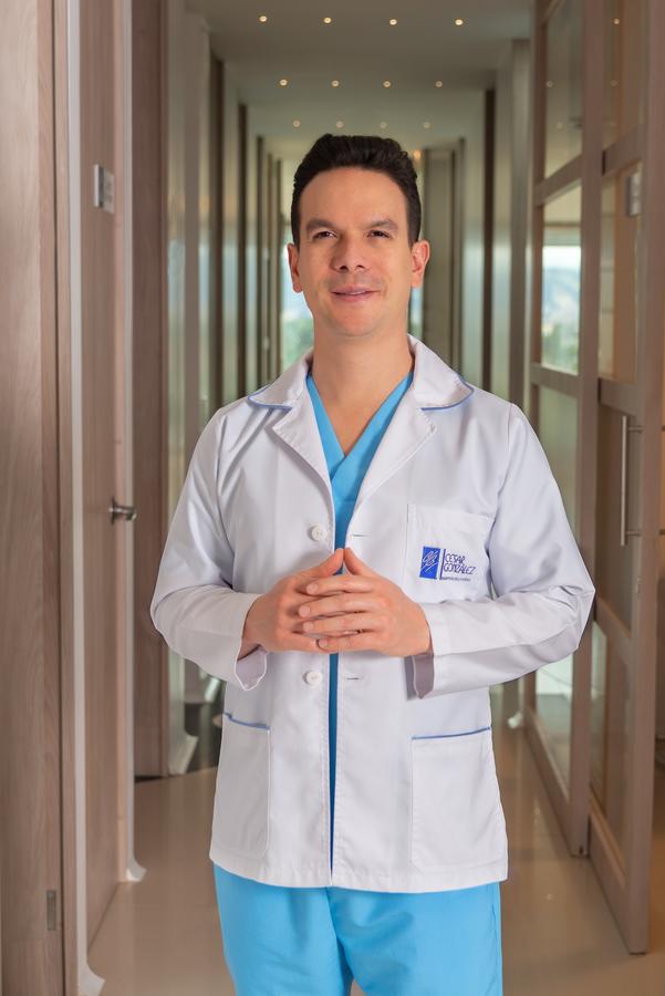 Dr. Cesar González